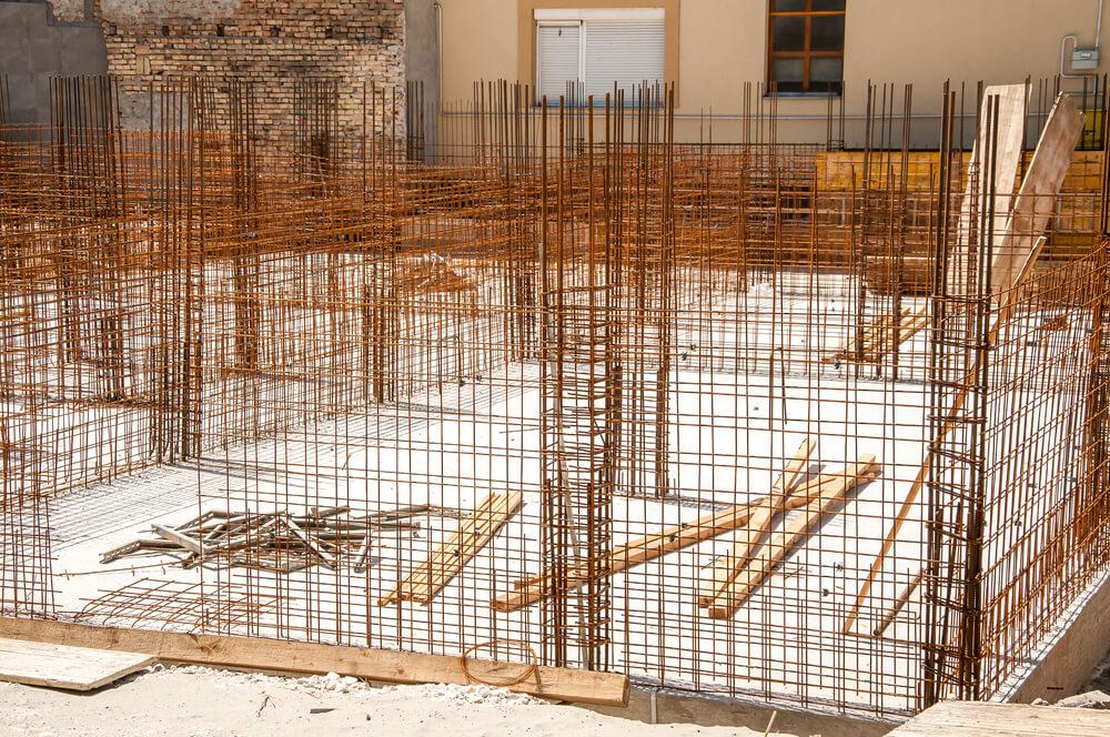 Монтаж арматурного каркаса для сооружения