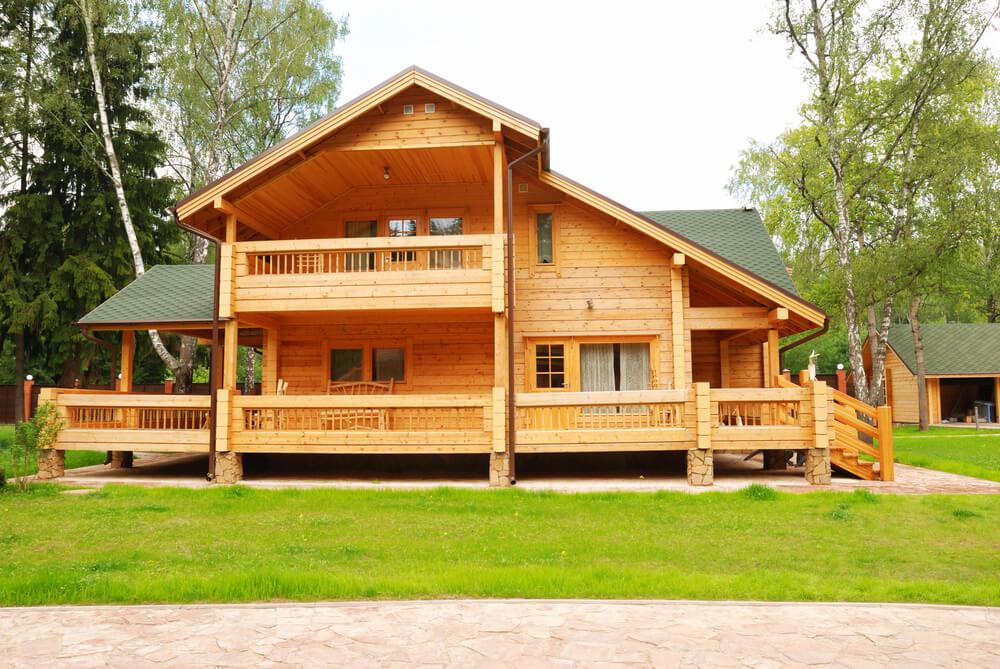Современный дом из деревянного бруса