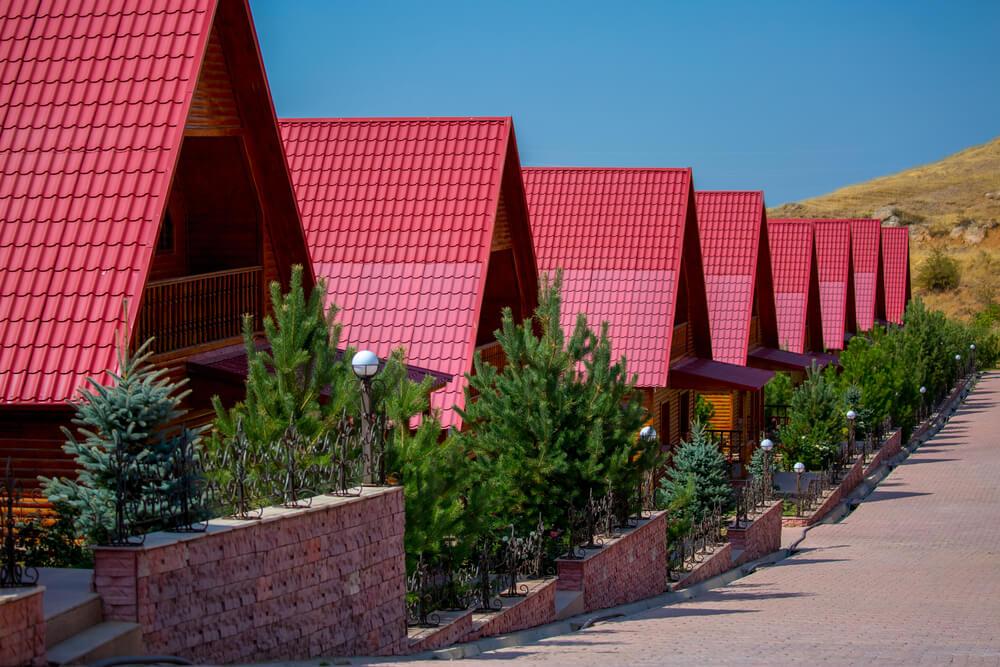 Коттеджи с черепичными крышами