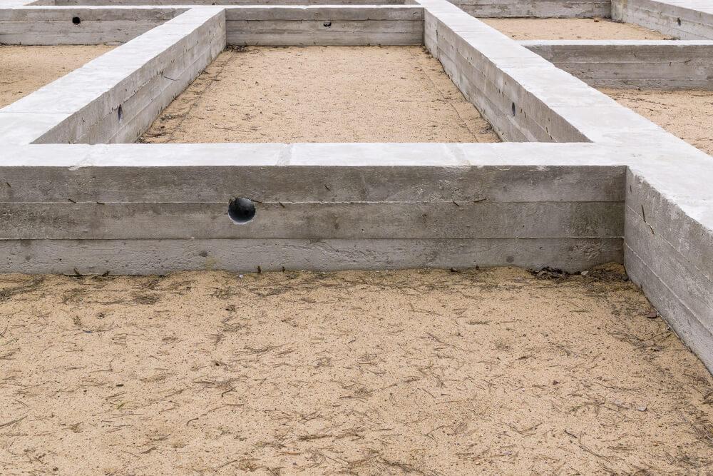 Часть ленточного фундамента при постройке дома