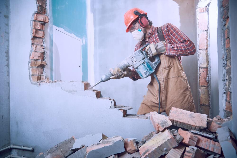 как демонтировать кирпичную стену