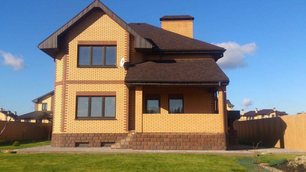 стоимость строительства дома из кирпича за м2