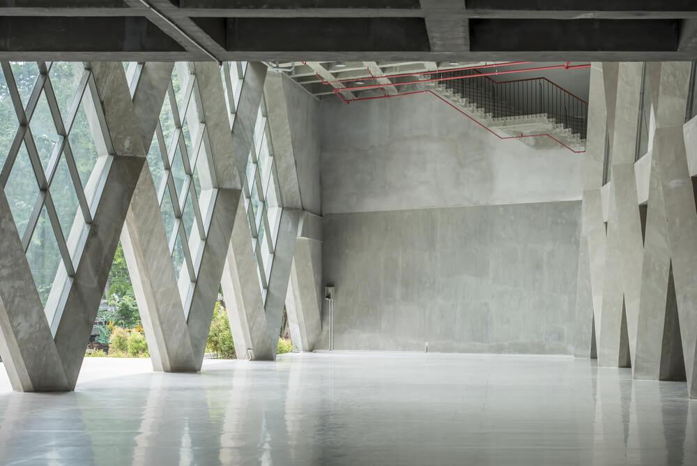 Наливной полимерный пол в современном лофт помещении