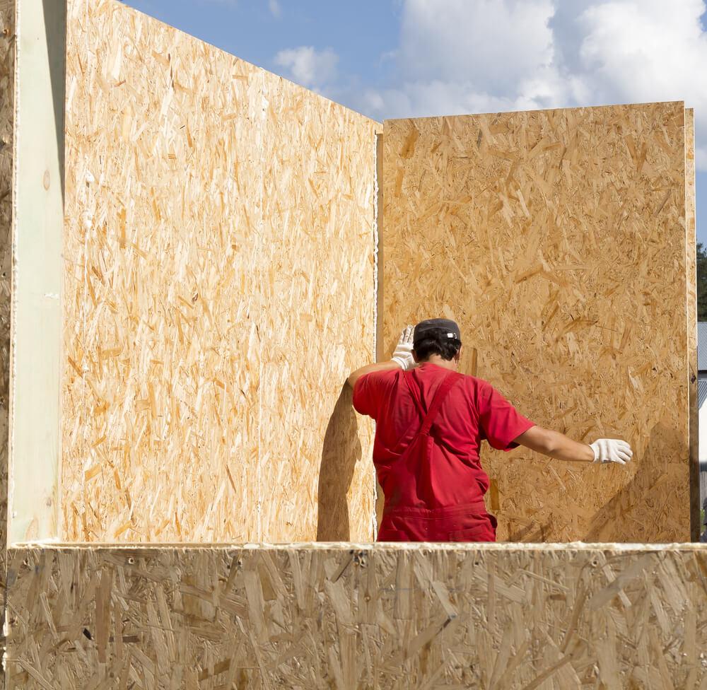 Монтаж стен дома из СИП-панелей