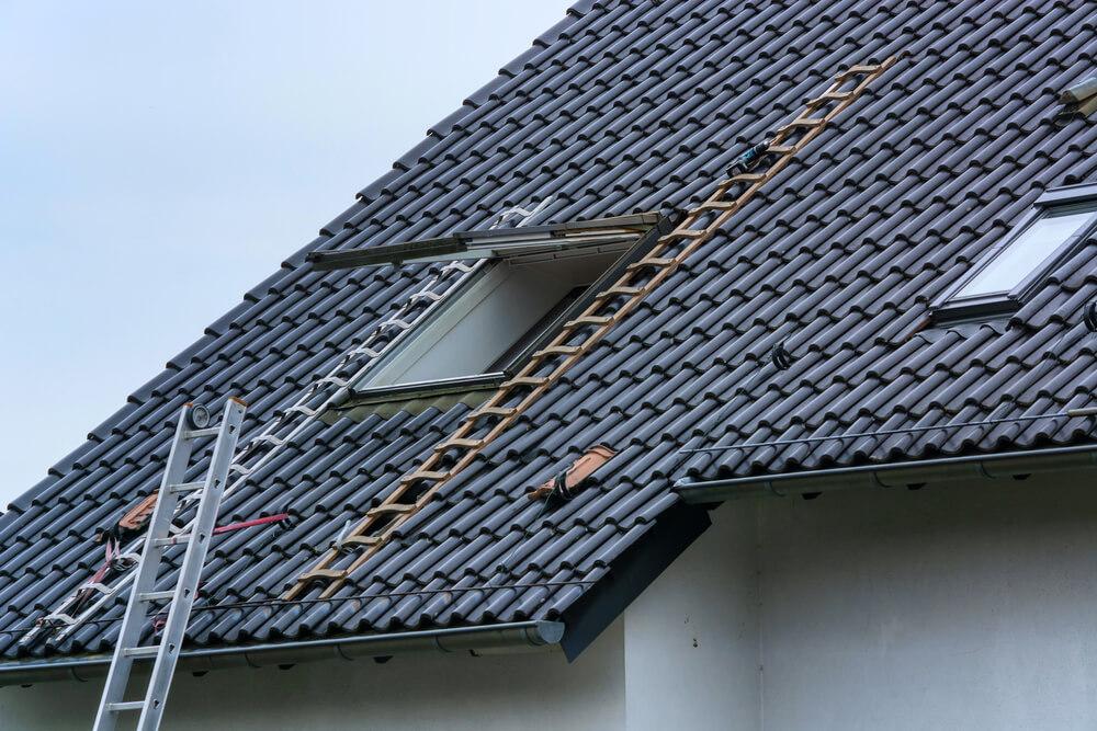 Возведение скатной крыши в частном доме