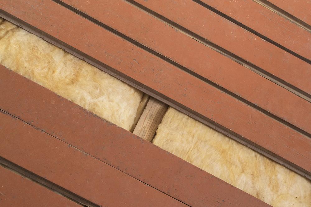 Изолятор из минеральной ваты под деревянным полом