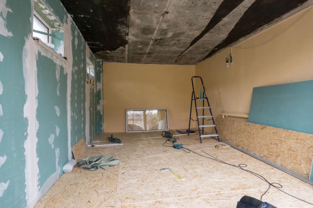 Покраска стен гаража